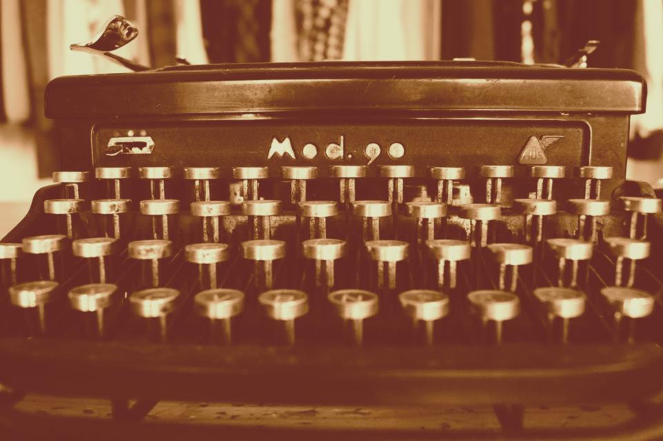 typewriter-1627197_960_720-orangepeel