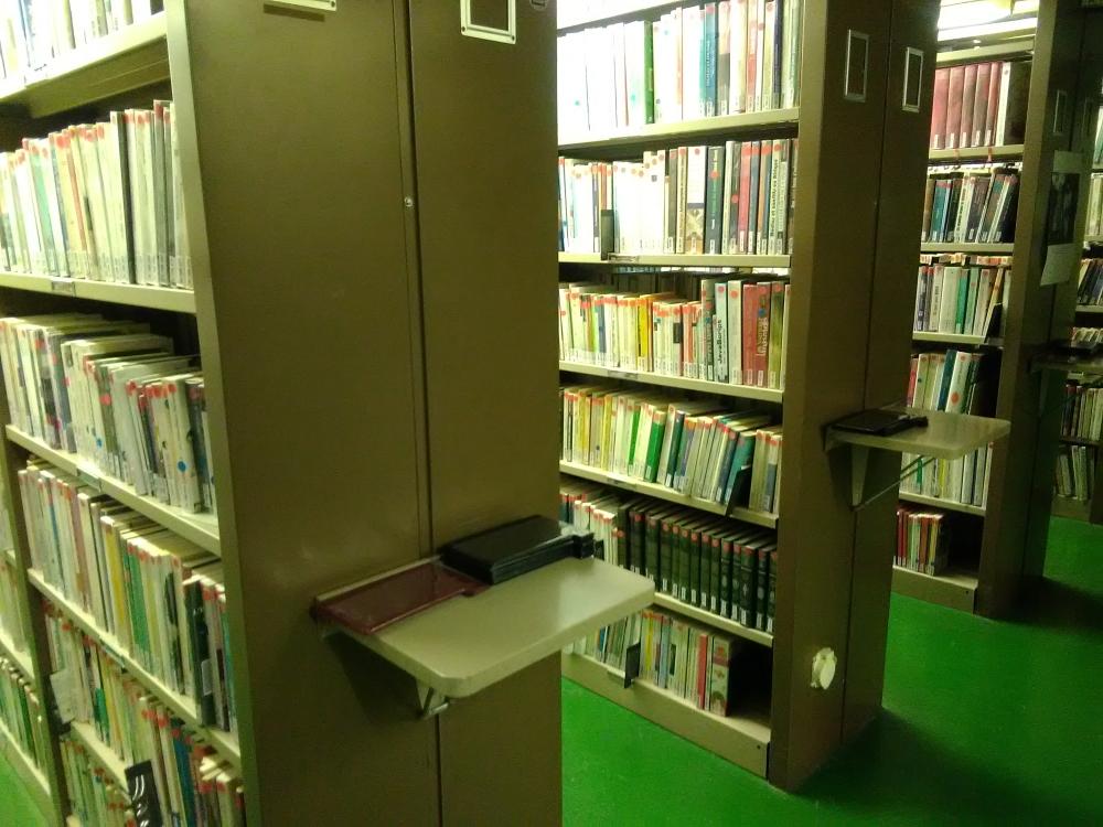 """Sur 17 étages, le Silo est la """"réserve"""" de la bibliothèque de la Part-Dieu. Il contient à ce jour plus de 1,4 millions de documents à consulter sur place. © Céline Bernard"""